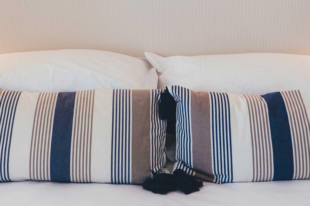 kopfkissen test hier vergleichen sie richtig. Black Bedroom Furniture Sets. Home Design Ideas